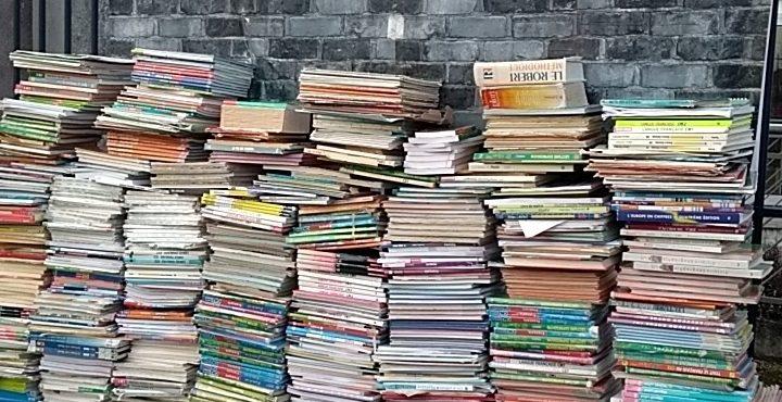 Mur de manuels scolaires à la DSDEN